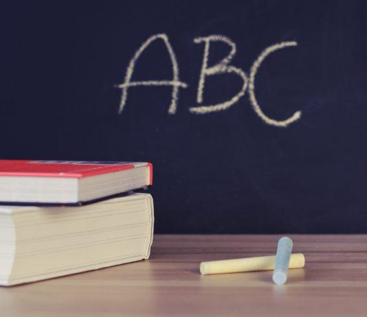 Tableau à craie école et livres